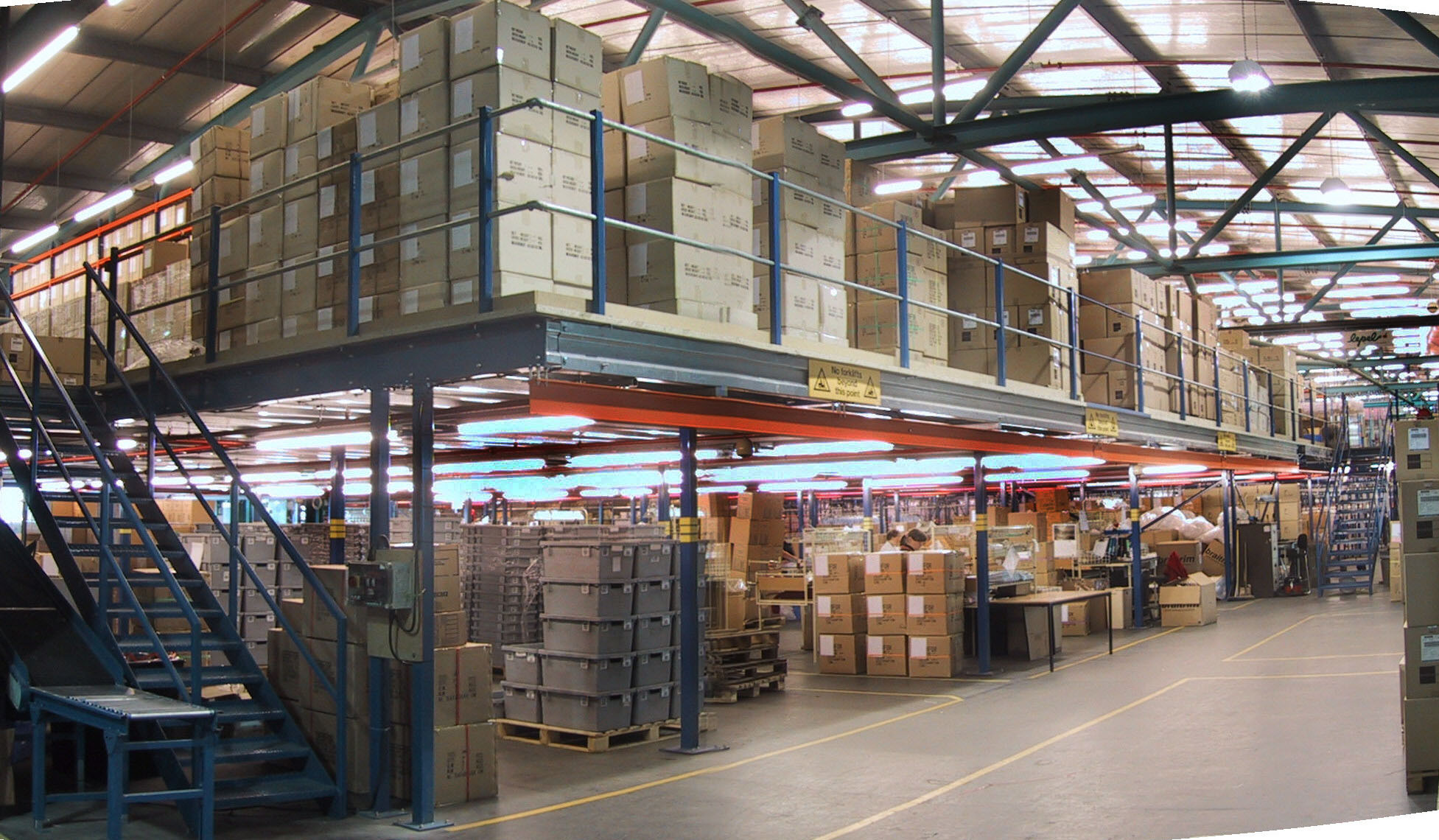 Mezzanine floor manufacturers uk mezzanine flooring for Production builder